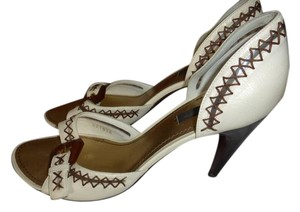 Louis Vuitton WHITE LEATHER & BROWN STITCHING/BUCKLE Pumps