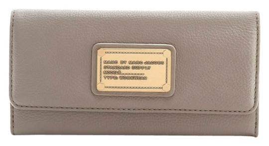 Preload https://item5.tradesy.com/images/marc-by-marc-jacobs-cement-classic-wallet-2205819-0-0.jpg?width=440&height=440