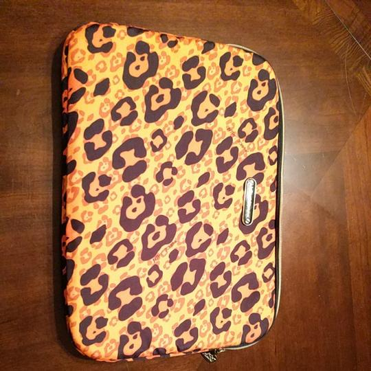 Preload https://img-static.tradesy.com/item/22058462/betsey-johnson-white-and-dark-orange-with-black-cheetah-spots-insulatedpadded-ipad-or-small-laptop-p-0-0-540-540.jpg