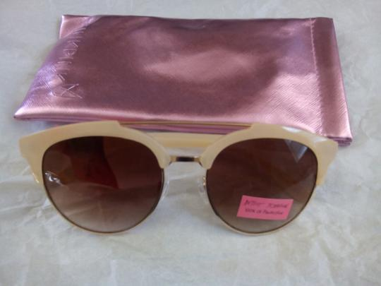 Preload https://img-static.tradesy.com/item/22059048/betsey-johnson-ivory-new-creme-frame-and-metallic-pink-pouch-sunglasses-0-0-540-540.jpg