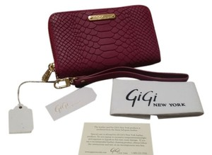 GiGi New York Wristlet in Magneta