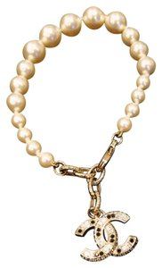 Chanel A15 Chanel pearl bracelet with white and black crystal strassed CC logo