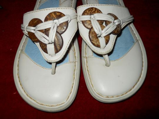 Brn Leather Thong Mbc off white Sandals