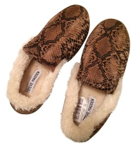 Steve Madden Slippers Warm Cozy Fluffy Brown Boots