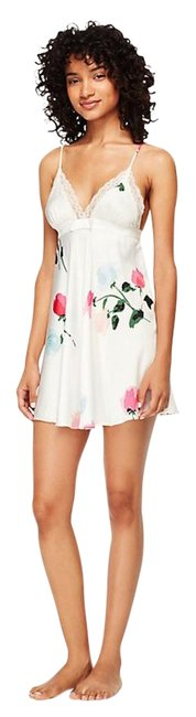 Item - White Floral Rose Charmeuse Chemise In Short Casual Dress Size 8 (M)