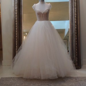 Jim Hjelm Ivory/Nude Tulle/Chantilly Lace 8660 Traditional Wedding Dress Size 6 (S)