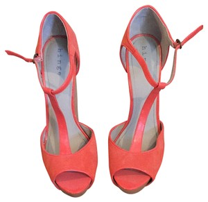 Hinge Coral Pumps