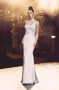 Paloma Blanca Pearl Lace/Satin 4713 Modern Wedding Dress Size 8 (M)