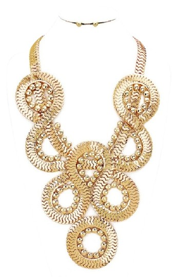 Preload https://img-static.tradesy.com/item/22082440/gold-twisted-chain-and-stud-earring-set-necklace-0-1-540-540.jpg