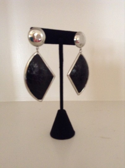 Accessory Lady Black and Silver Dangled Pierced Earrings