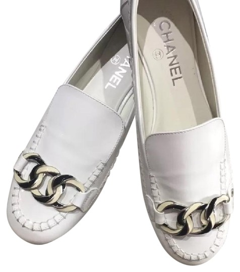 Preload https://img-static.tradesy.com/item/22085978/chanel-white-patent-loafers-4010-flats-size-us-10-regular-m-b-0-1-540-540.jpg