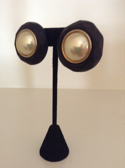 Accessory Lady Black and Pearl Clip Earrings