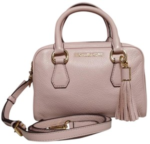 dd4d247482f8 Michael Kors Bedford Handbags - Up to 90% off at Tradesy