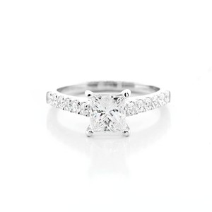 White 1.13 Cts Princess Cut Set In 18k Gold Engagement Ring