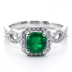 Green 1.38 Ctw Cushion Cut Emerald Halo Set In 18k White Gold Engagement Ring