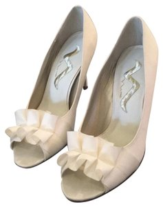 Nina ivory excellent condition Formal