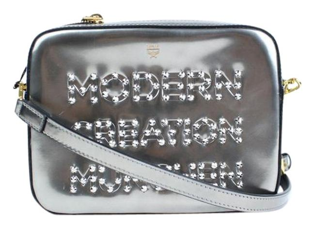 Item - Crossbody Metallic Repro Studded 2mc915 Silver Patent Leather Clutch
