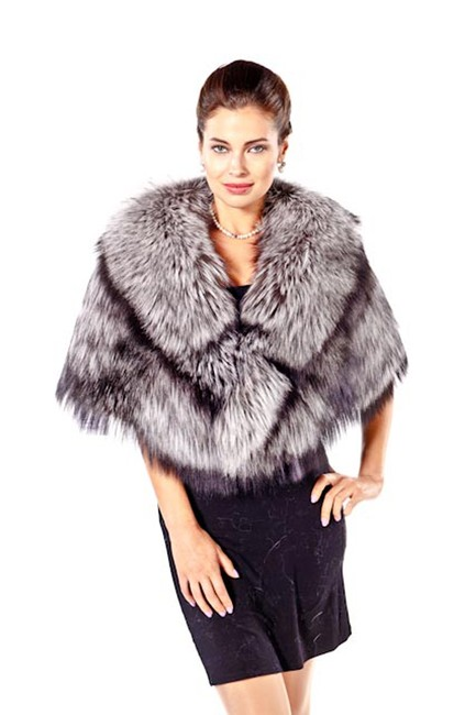 Preload https://img-static.tradesy.com/item/22096730/grey-silver-fox-fur-ponchocape-size-os-one-size-0-3-650-650.jpg
