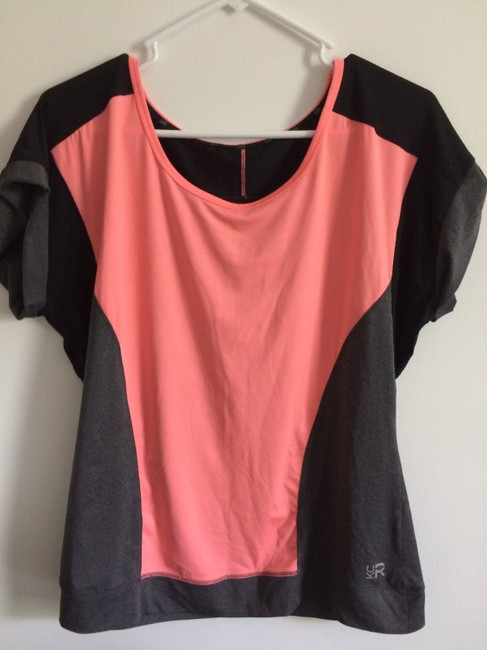 Preload https://img-static.tradesy.com/item/22096950/kenneth-cole-reaction-peach-black-and-grey-tee-shirt-size-10-m-0-0-650-650.jpg