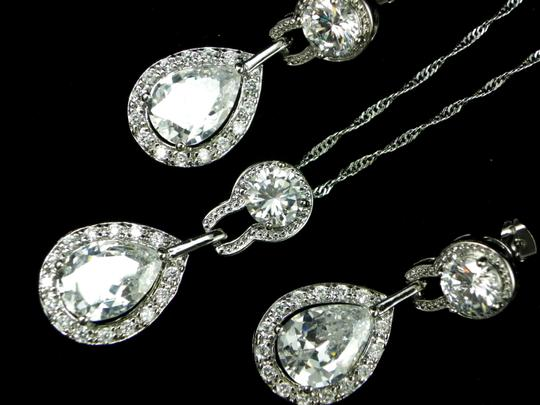 Preload https://item1.tradesy.com/images/clear-necklace-and-earrings-cubic-zirconia-teardrop-pendant-sparkly-vintage-bridesmaid-gift-diamond--2209755-0-0.jpg?width=440&height=440