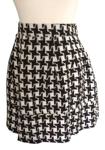 Xhilaration Mini Skirt black & white houndstooth
