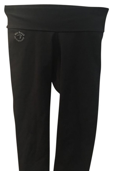Item - Cropped Leggings with Faux Back Pockets Activewear Bottoms Size OS (one size)