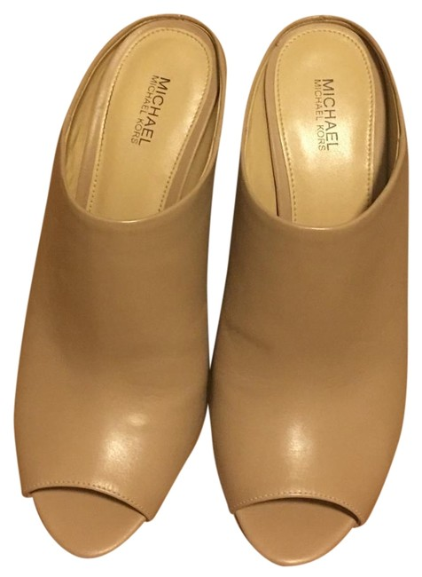 Item - Tan Mules/Slides Size US 8.5 Regular (M, B)