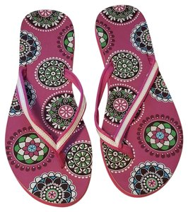 7081bcd4d261 Vera Bradley Retired Floral Pink Cupcake Pattern Sandals