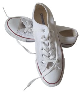 Converse Sneakers W/red Trim Silver Grommets white Athletic