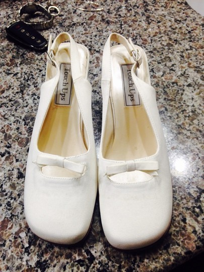Touch Ups Ivory Size US 6.5 Regular (M, B)