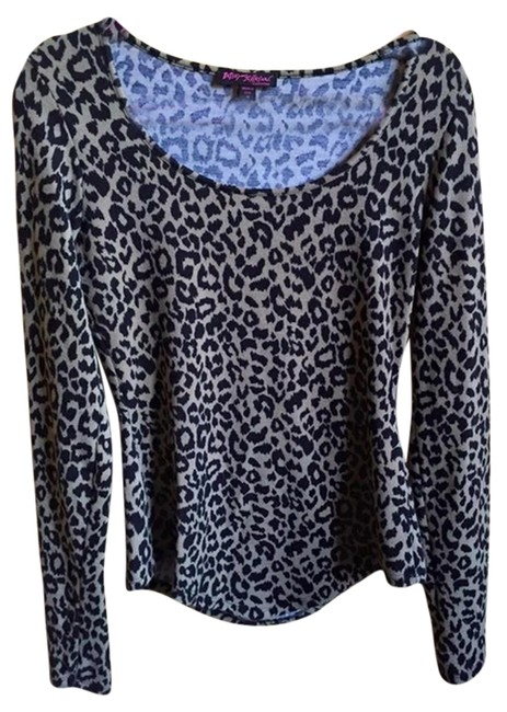 Preload https://img-static.tradesy.com/item/2210931/betsey-johnson-leopard-sweater-0-0-650-650.jpg