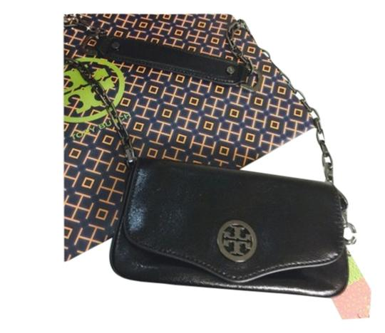 Preload https://img-static.tradesy.com/item/2210975/tory-burch-mini-black-leather-clutch-0-0-540-540.jpg