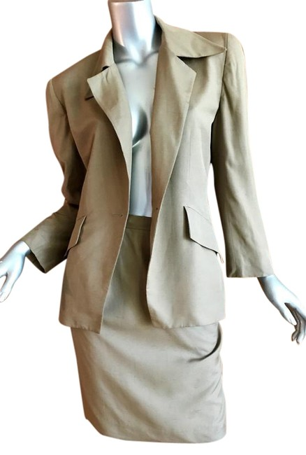 Preload https://img-static.tradesy.com/item/22110090/dior-tan-christian-skirt-suit-size-6-s-0-2-650-650.jpg