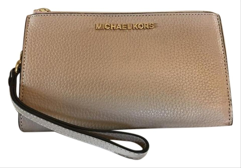 9462c61b2860 Michael Kors Mk Jet Set Travel Leather 35f7gtvw9l Wristlet in Oyster Image  0 ...