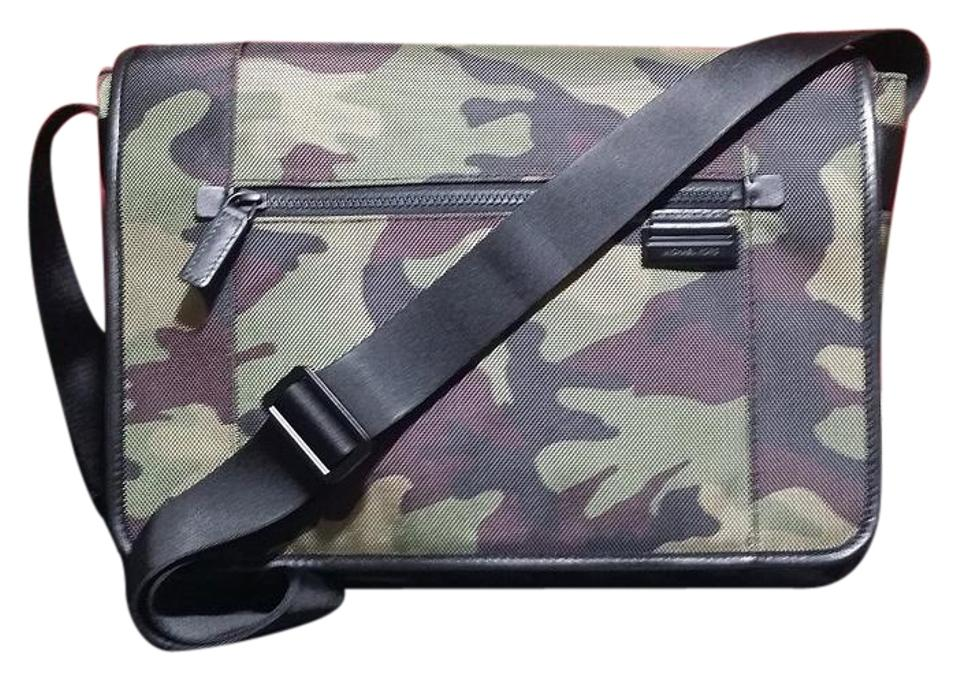 be91d11a0d0ff Messenger Bags - Up to 90% off at Tradesy