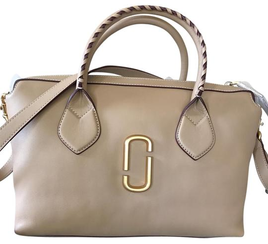 Preload https://img-static.tradesy.com/item/22115569/marc-jacobs-noho-medium-east-west-sand-smooth-calfskin-tote-0-1-540-540.jpg