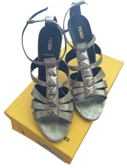 Preload https://img-static.tradesy.com/item/2211580/fendi-gold-sandals-size-us-9-regular-m-b-0-0-540-540.jpg