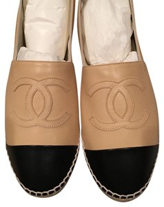 Chanel beige & black Flats