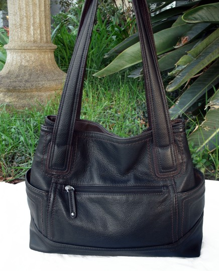 Tignanello Shopper Pockets Carryall Leather Tote in Black and brown Image 7
