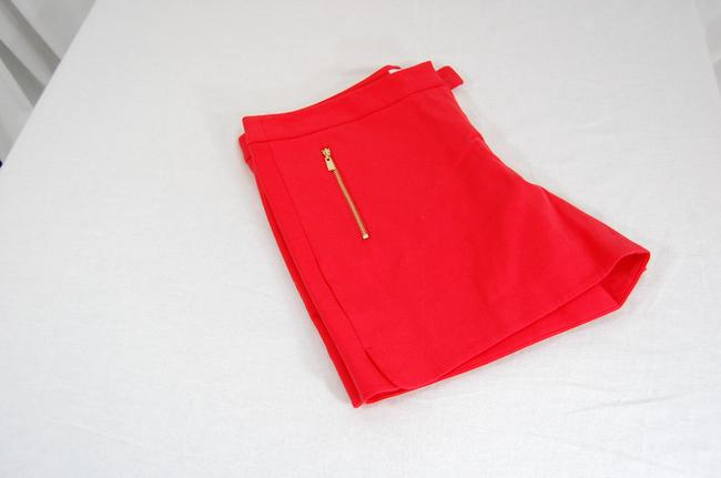 Laundry by Shelli Segal Gold Hardware Zipper Flattering Flat Front Besom Pockets Mini/Short Shorts Red Image 1
