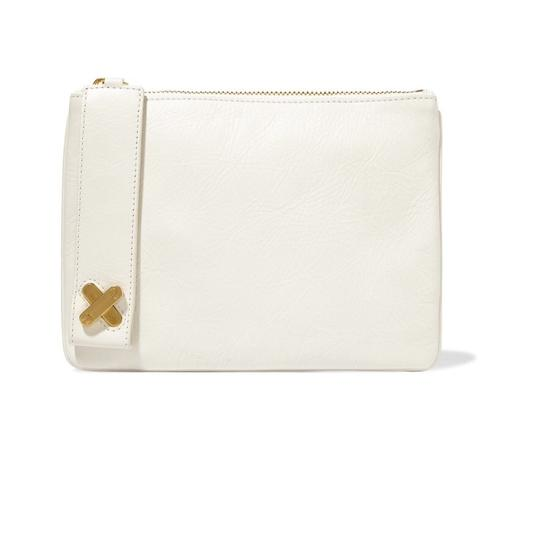 Preload https://img-static.tradesy.com/item/22122668/alexander-wang-crux-pouch-textured-leather-off-white-leather-clutch-0-0-540-540.jpg