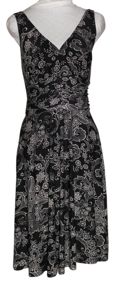 adb1a0a53153 Black and White Floral V Neck Sleeveless Comfortable Short Casual Dress