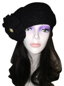 Crochet Beret and Matching Pin (One Size) [Roxanne Anjou Closet ]