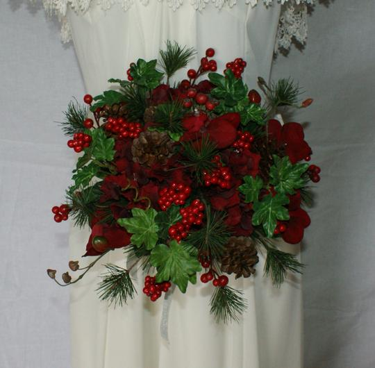 Preload https://img-static.tradesy.com/item/22141089/ruby-red-berries-and-greens-wedding-bouquet-0-1-540-540.jpg