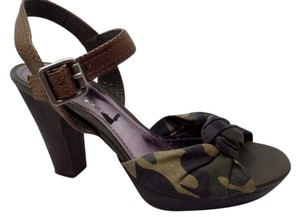Gianni Bini Leather Buckle Knot Camouflage Green Sandals