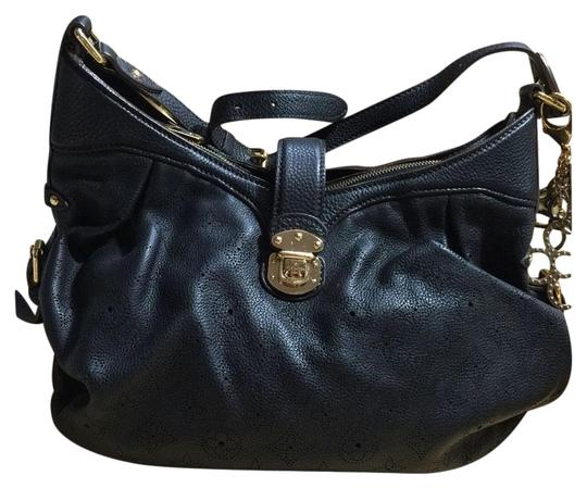 Preload https://img-static.tradesy.com/item/2214448/louis-vuitton-black-leather-shoulder-bag-0-1-540-540.jpg