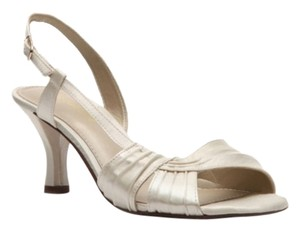 Kelly & Katie Wedding Cocktail Open Toe Satin ivory/off white Sandals