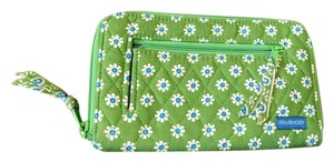 Vera Bradley Daisy Daisies Pattern Wristlet in Apple Green