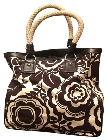 Preload https://img-static.tradesy.com/item/22150023/banana-republic-chocolate-floral-brown-canvas-leather-tote-0-1-540-540.jpg