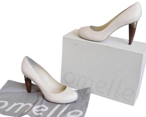 omelle Leather Gray Pumps